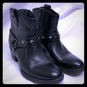 Born stud accent black leather ankle boots 6.5